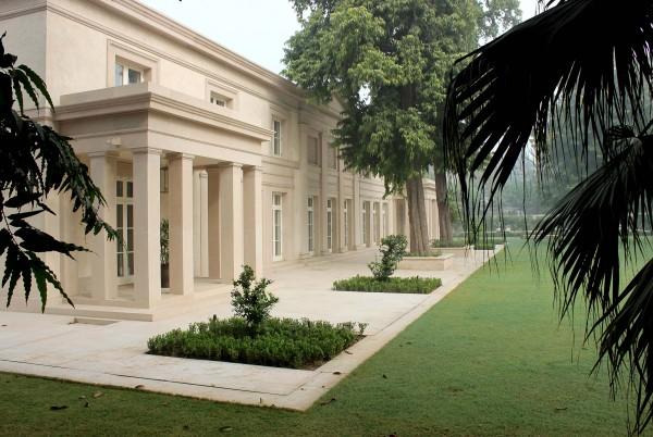 Modern Classical villa in New Delhi, India