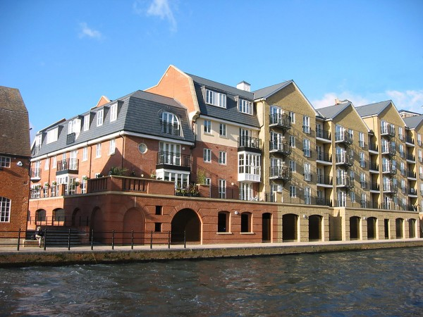 Canalside development at Bear Wharf, Reading